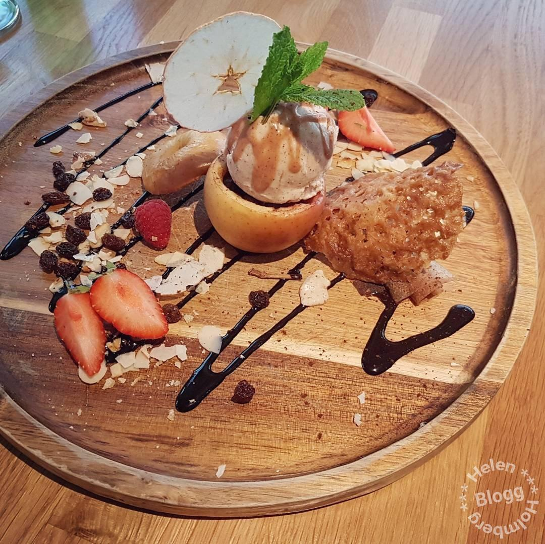 Äpple och kanelglass på restaurang Höganäs Hamnkrog