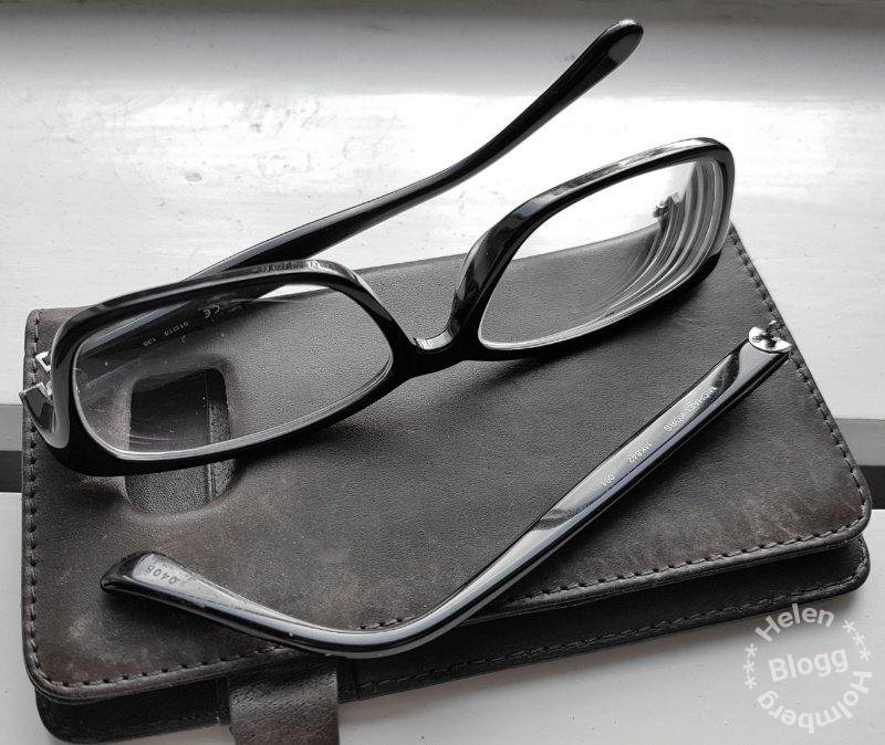 Knäckta Michael Kors glasögon