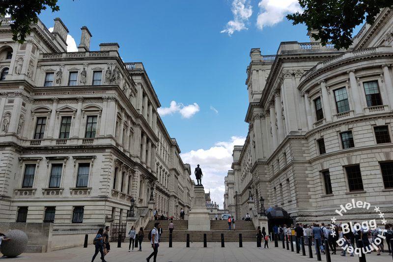 Churcill War rooms och Robert Clive Memorial i London