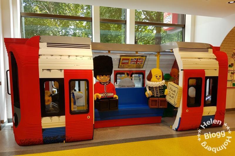 Besök på världens största Lego Store butik på Leicester Square i London