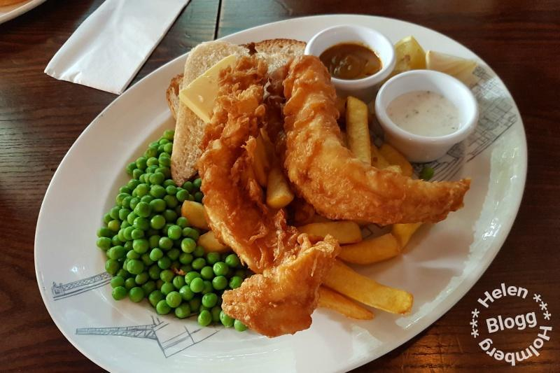 Fish'n & chips till middag på Museum Tavern i London
