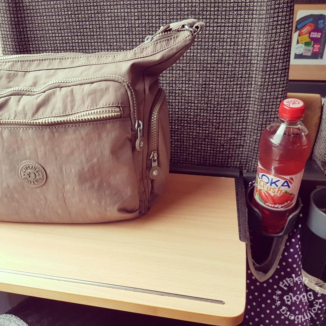 Min handväska från kipling på sj tåget till Stockholm