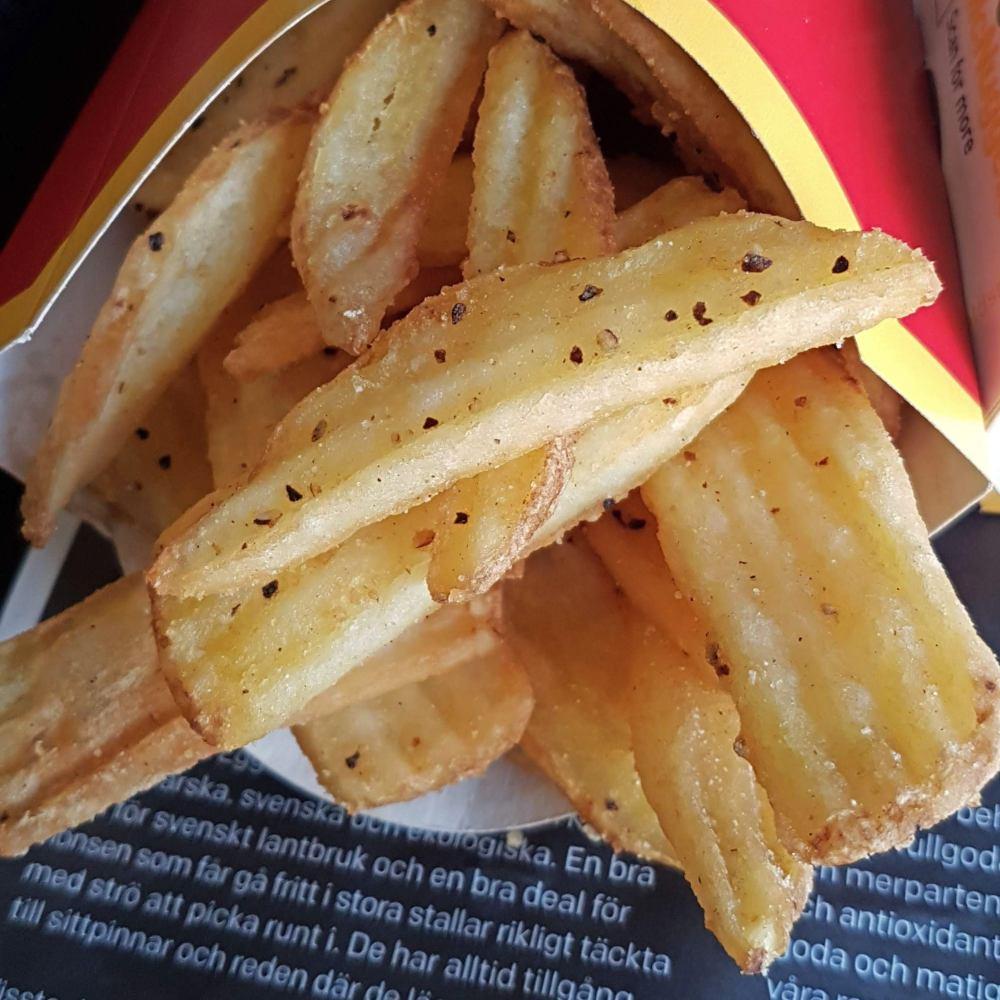Helen J Holmberg provar McDonalds pommesnyhet